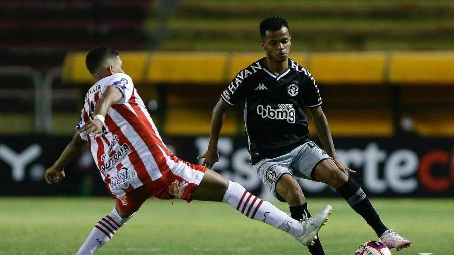 Jovem lateral esquerdo Riquelme, de 18 anos, será titular do Vasco na partida contra o CSA nesta quarta-feira - Rafael Ribeiro / Vasco