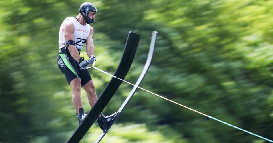Sandro Ambrosi, do México, durante a participação no esqui aquático