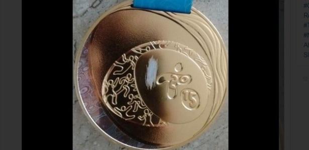 Medalha de ouro que jogadora Tamires conquistou no Pan é devolvida danificada