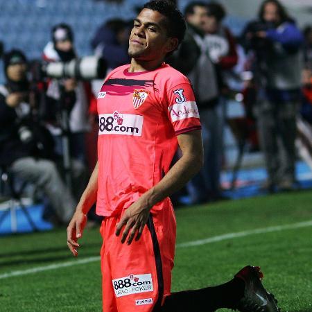 Daniel Alves disputou 246 jogos pelo Sevilla, em cinco temporadas, com 16 gols marcados e cinco títulos conquistados - Denis Doyle/Getty Images