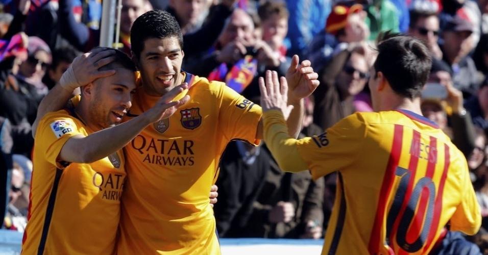 7.fev.2016 - Alba, Suárez e Messi comemoram o primeiro gol do Barcelona na vitória por 2 a 0 sobre o Levante pelo Campeonato Espanhol
