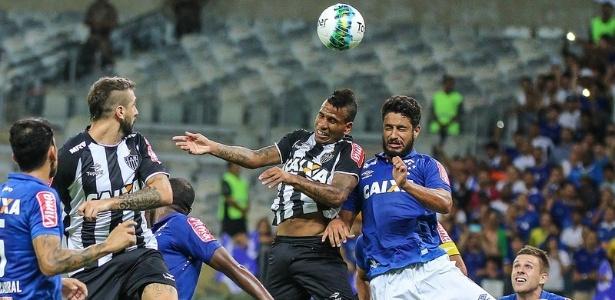 Com dificuldade para criar jogadas, Atlético-MG apelou para as jogadas aéreas contra o Cruzeiro. Não funcionou