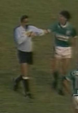 Ulisses Tavares da Silva Filho em ação durante o clássico Corinthians e Palmeiras, em 1986