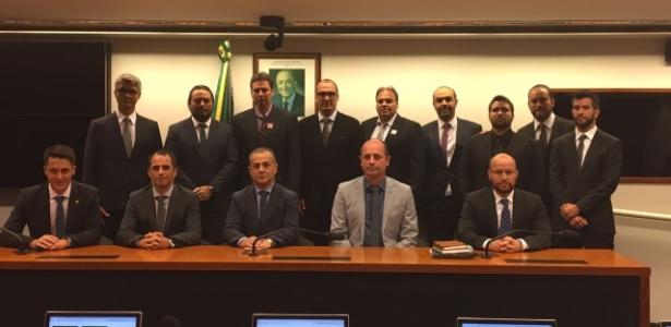Grupo de dirigentes de futebol reunido em Brasília para lançar Frente Parlamentar