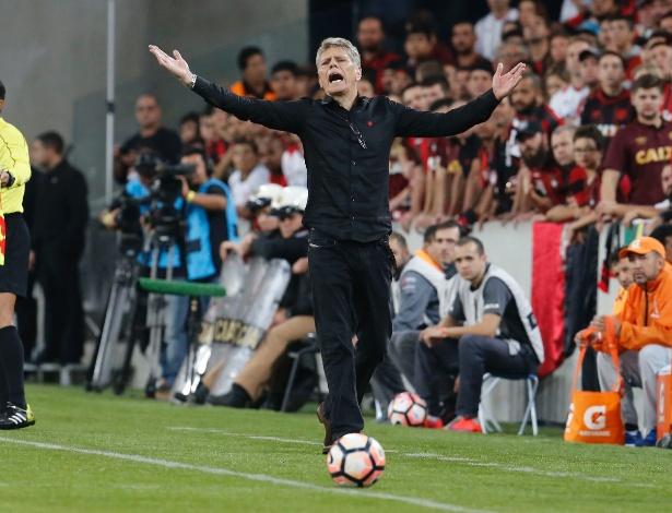 Paulo Autuori reconheceu que o Atlético entrou desligado no Atletiba