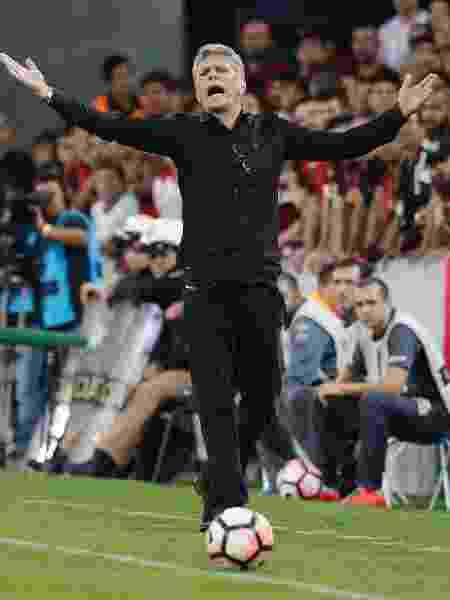 Paulo Autuori durante última passagem pelo Athletico-PR, em 2017 - Hedeson Alves/EFE
