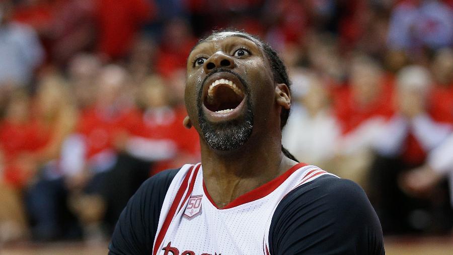 Pelos Rockets, Nenê reage a marcação da arbitragem em jogo contra o Thunder - Bob Levey/Getty Images