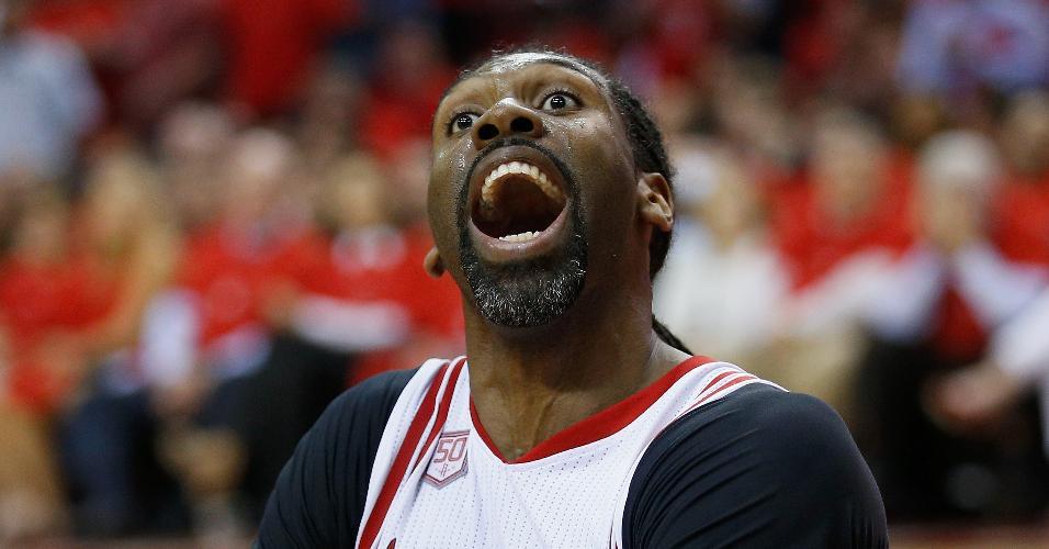Nenê, do Houston Rockets, reage a marcação da arbitragem contra o Oklahoma City
