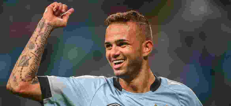 Luan comemora gol do Grêmio; atacante é observado por equipes europeias e a Inter de Milão pediu informações - JEFFERSON BERNARDES