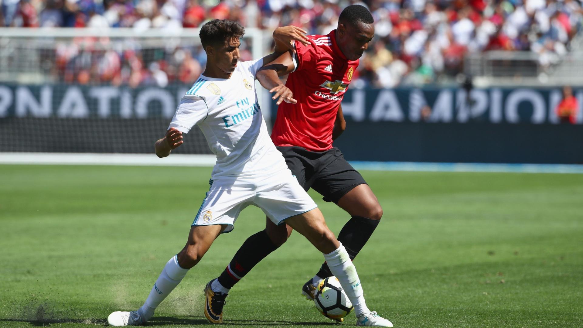 Lateral Achraf Hakimi, de apenas 18 anos, atua pelo Real Madrid em amistoso contra o Manchester United