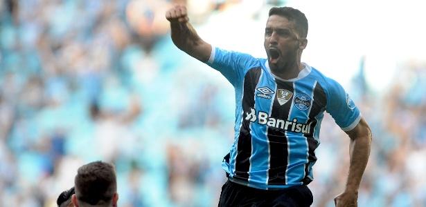 Grêmio quer dinheiro e titular do Cruzeiro para liberar Edilson