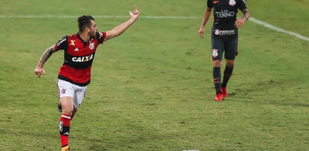 Vizeu fez gesto obsceno a Rhodolfo após marcar contra o Corinthians