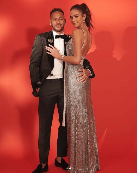 Folga de gala! 4 looks do casal Brumar durante as férias de Neymar no Brasil