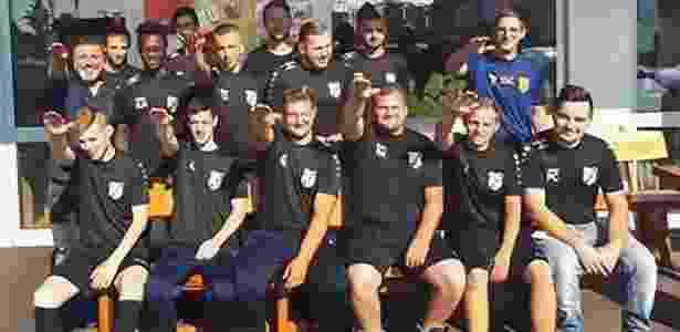Jogadores e patrocinador fazem gesto nazista e são demitidos na Alemanha b8701e5f6ac72