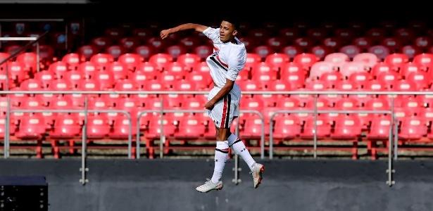 Em dois jogos pelo time sub-23, o atacante de apenas 18 anos já marcou três gols - Rubens Chiri/saopaulofc.net