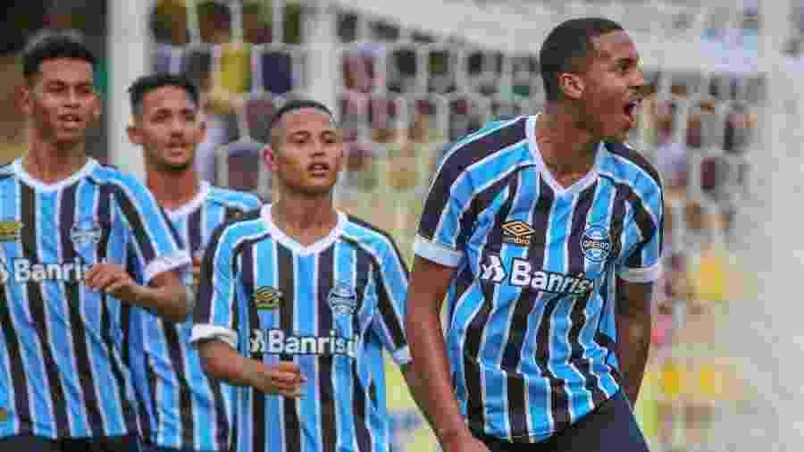 Da Silva, centroavante da base do Grêmio, deve ser promovido ao grupo principal - Divulgação/Grêmio FBPA
