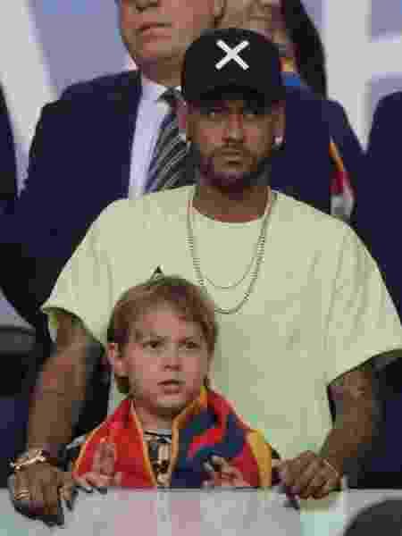 Neymar com o filho Davi Lucca na final da Copa América - Juan MABROMATA / AFP