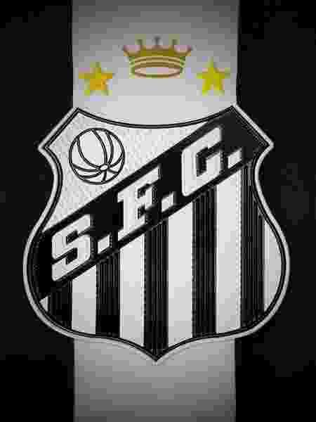 Camisa 10 do Santos carregará coroa em homenagem ao Rei Pelé até o final do ano - Divulgação/Santos FC