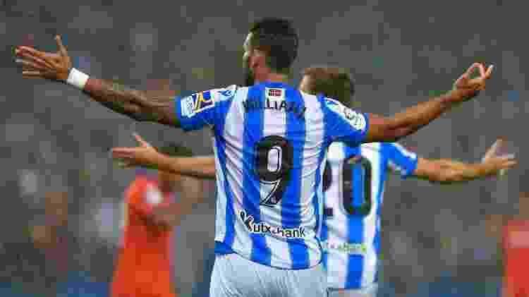 Willian José, centroavante da Real Sociedad, comemora gol no Campeonato Espanhol - ANDER GILLENEA / AFP