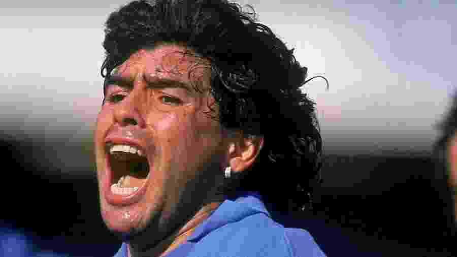 Maradona, na época em que jogava pelo Napoli, clube pelo qual fez história - Dave Cannon /Getty Images