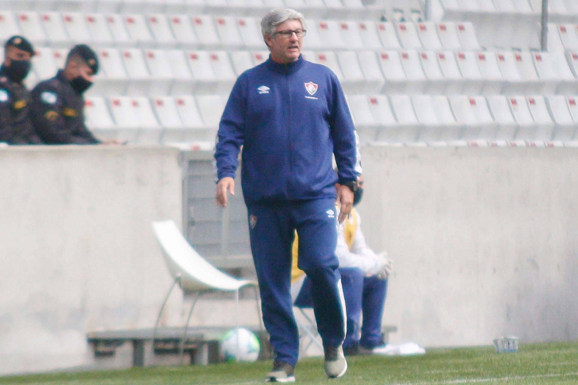 Odair Hellmann comanda o Fluminense na partida contra o Athletico, Arena da Baixada