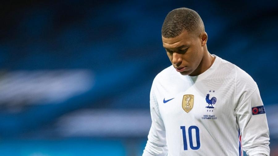 Kylian Mbappé com o uniforme de aquecimento da seleção francesa - David Lidstrom/Getty Images