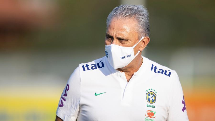 Tite, técnico da seleção brasileira, durante treino na Granja Comary - Lucas Figueiredo/CBF