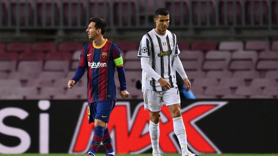 Lionel Messi e Cristiano Ronaldo durante partida recente entre Barcelona e Juventus; dupla disputa troféu ao lado de Lewandowski - David Ramos/Getty Images