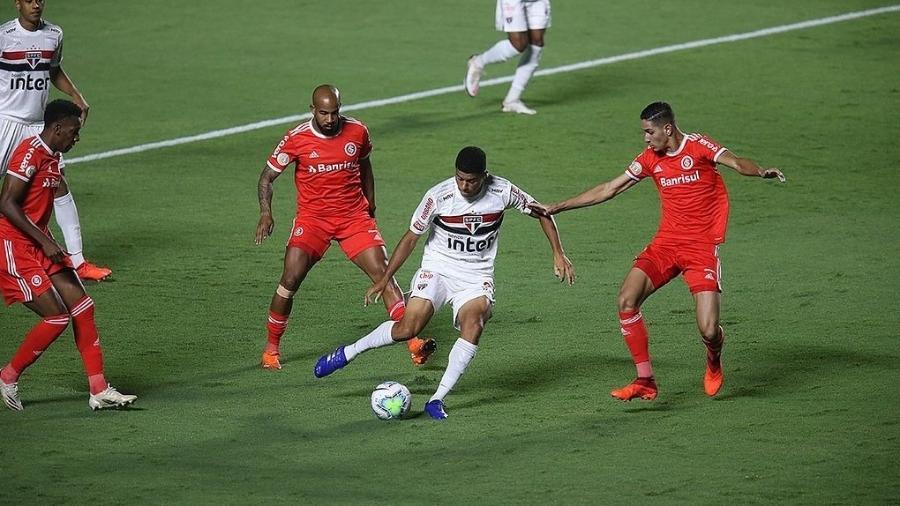 Internacional apostou em pressão na saída de bola do São Paulo no Morumbi - Paulo Pinto/saopaulofc.net