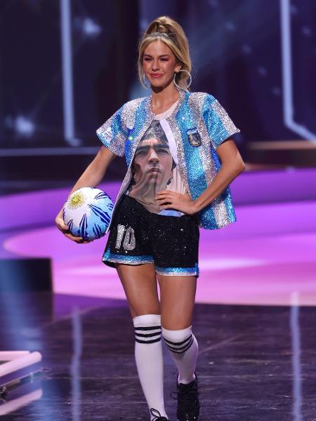 Miss Argentina Alina Akselrad fez uma homenagem a Diego Maradona durante o Miss Universo 2021 - Getty Images
