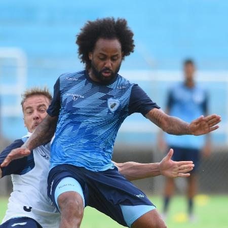 Celsinho, do Londrina, durante treinamento da equipe - Gustavo Oliveira/ Londrina Esporte Clube