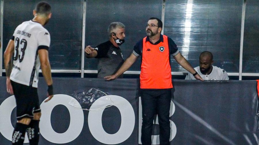 Enderson Moreira, técnico do Botafogo, durante duelo com o Remo, pela Série B do Campeonato Brasileiro - Fernando Torres/AGIF