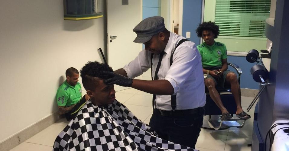 """Luiz Gustavo apostou na técnica do """"veneno do Zé"""", que dá brilho e maciez ao cabelo"""