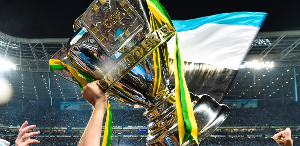 A taça de campeão da Copa do Brasil, competição vencida pelo Grêmio na temporada 2016
