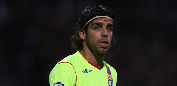 Juninho na época em que jogava no Lyon; meia recebeu propostas para voltar - Michael Steele/Getty Images