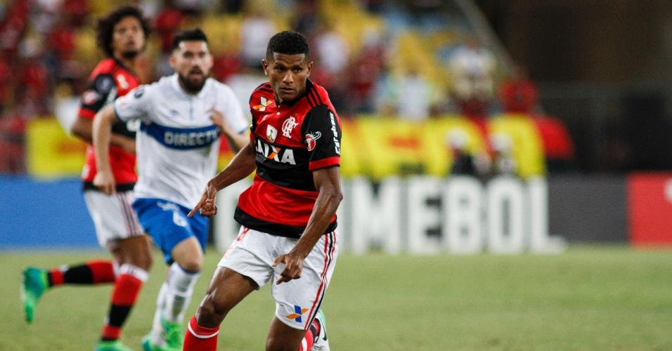 Márcio Araújo no duelo do Flamengo contra a Universidad Católica