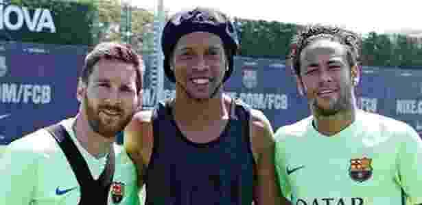 Ronaldinho Gaúcho com Messi e Neymar em treino - Reprodução/Instagram - Reprodução/Instagram