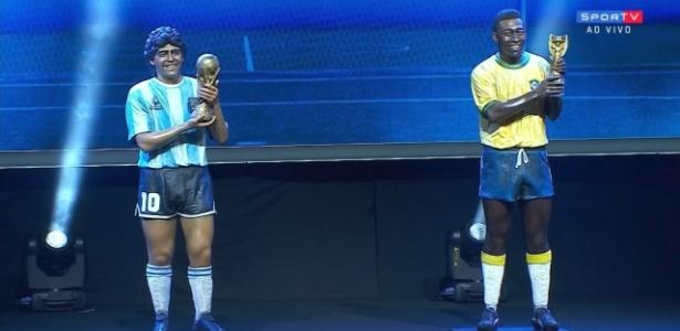 Réplicas quase em tamanho real de Maradona e Pelé, que serão homenageados