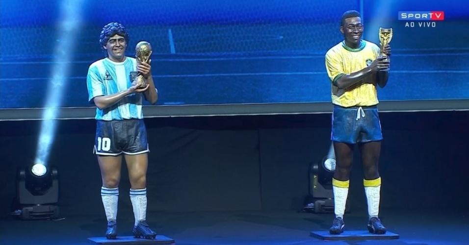 Réplicas quase em tamanho real de Maradona e Pelé, que serão homenageados no Museu da Conmebol