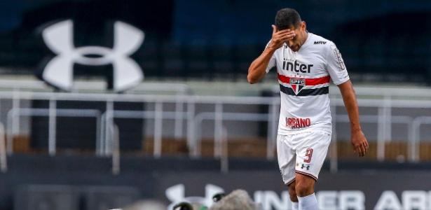 Diego Souza ainda não emplacou uma boa sequência no São Paulo de Aguirre