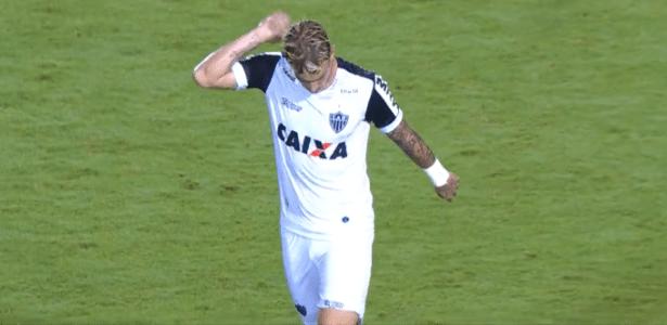 Roger Guedes desabafa após ser substituído em jogo entre Atlético-MG e Figueirense
