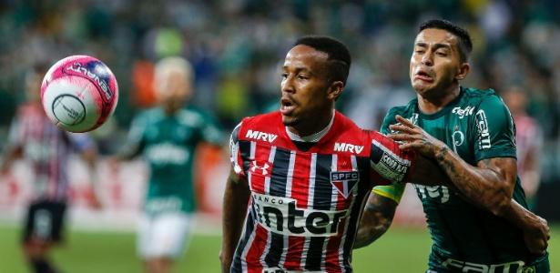 Bola do Paulistão em disputa na primeira fase; final terá versão especial, com nome