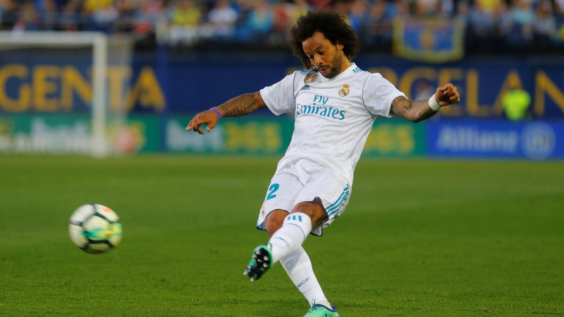 Brasileiro Marcelo chuta a bola em Villarreal x Real Madrid