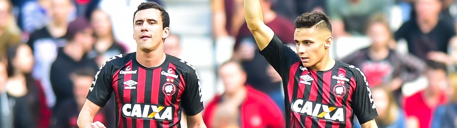 Raphael Veiga comemora gol do Atletico-PR contra Flamengo