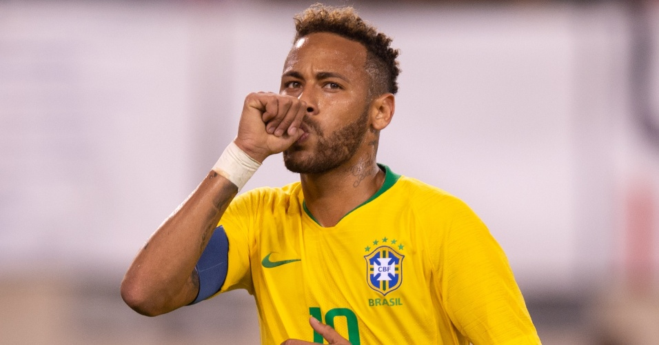 Neymar comemora pênalti convertido em amistoso contra os Estados Unidos