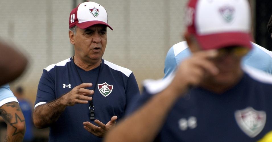 O técnico Marcelo Oliveira em treino do Fluminense