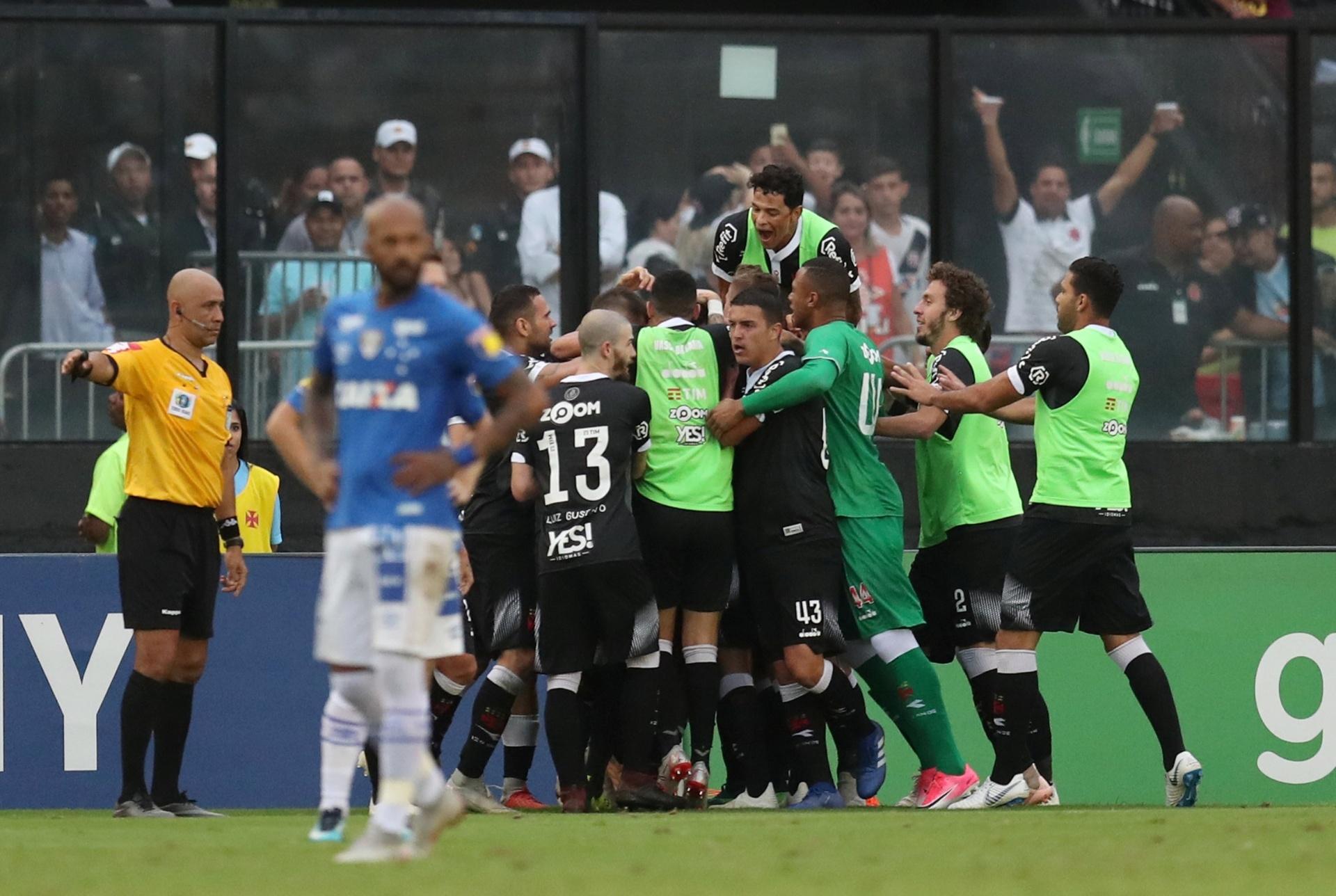 Vasco tem números de líder em São Januário e aposta nisso contra degola -  Esporte - BOL cab149ae4e3e0