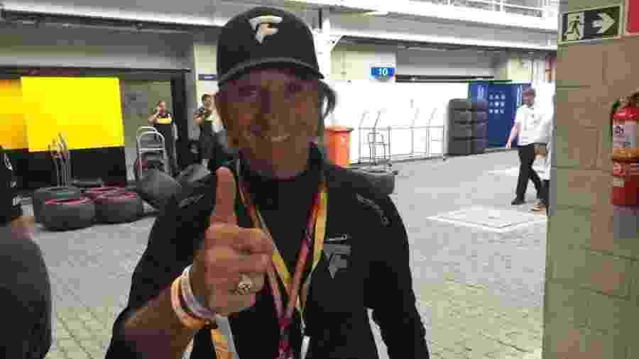 Emerson Fittipaldi vai ao treino de classificação do GP do Brasil em Interlagos - Luiza Oliveira/UOL