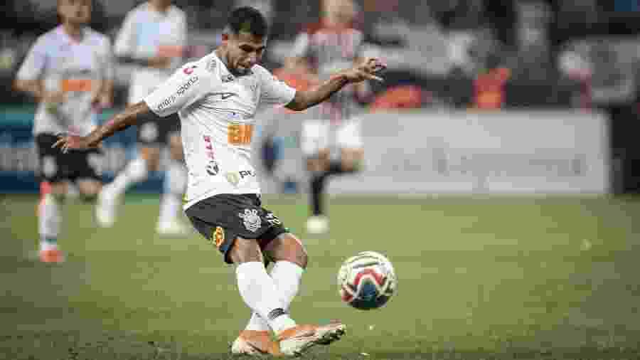 Sornoza retomou vaga de titular por ser o jogador que mais chuta a gol do Timão nesta temporada - THIAGO BERNARDES/FRAMEPHOTO/ESTADÃO CONTEÚDO