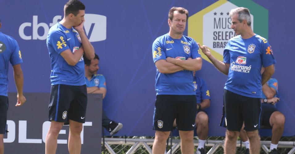 Dunga e Lúcio, durante treino da seleção brasileira